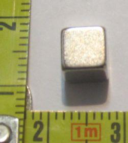 Неодимовый магнит куб 4x4x4 мм N33